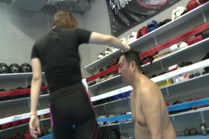 痛ぇぇぇ! 女王様がひたすら顔面蹴りトレーニング 痴女 M男