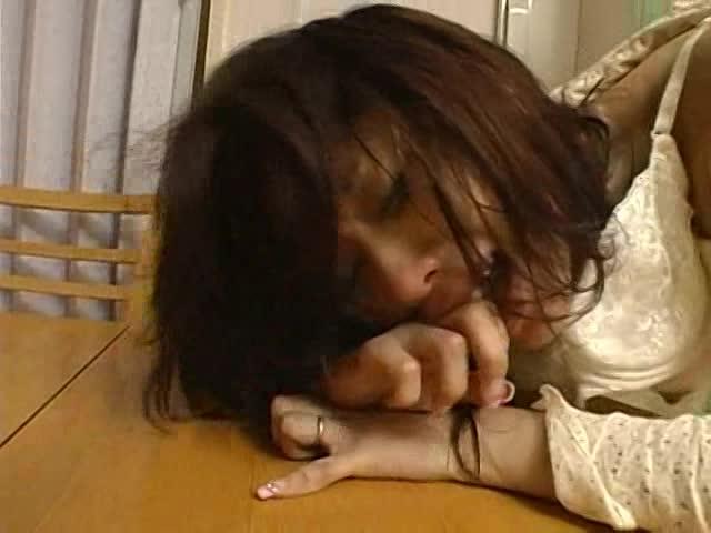 旦那以外の男にガシガシオナホ扱いされちゃう寝取られ美熟女妻。
